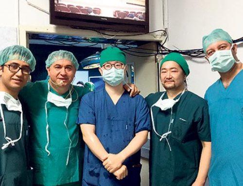 Karaciğer ameliyatı dünyaya canlı izletildi